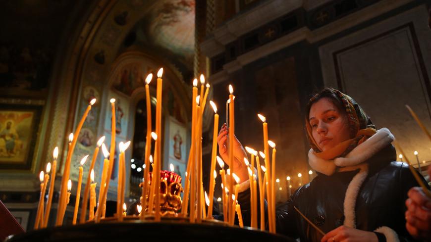 "Фото: Максим Кулачков, ""«МИР 24»"":http://mir24.tv/, свечи, служба, рождество, церковь"