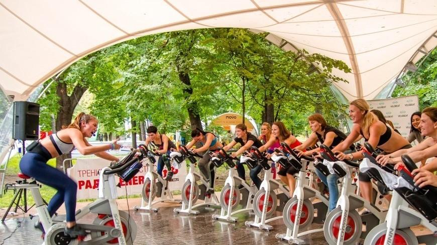 """Фото: Алла Смирнова (МТРК «Мир») """"«Мир 24»"""":http://mir24.tv/, спортзал, спорт, life picnic, велотренажер, спортсмен, спортивный инвентарь, фитнес"""