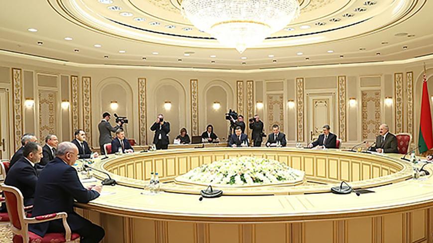 Выгодное сотрудничество: Лукашенко обсудил проекты с главой Новосибирской области