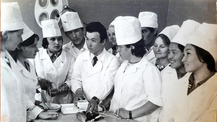 Будьте здоровы: казахстанцы поздравляют медиков с профессиональным праздником.