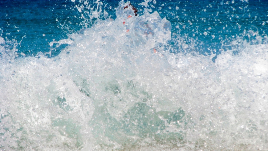 """Фото: Сергей Рабкин (МТРК «Мир») """"«Мир 24»"""":http://mir24.tv/, пляж, таиланд, вода, волны, брызги, море, океан"""