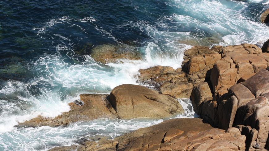"© Фото: Елена Карташова, ""«МИР 24»"":http://mir24.tv/, рифы, море, скалы, скала, риф"