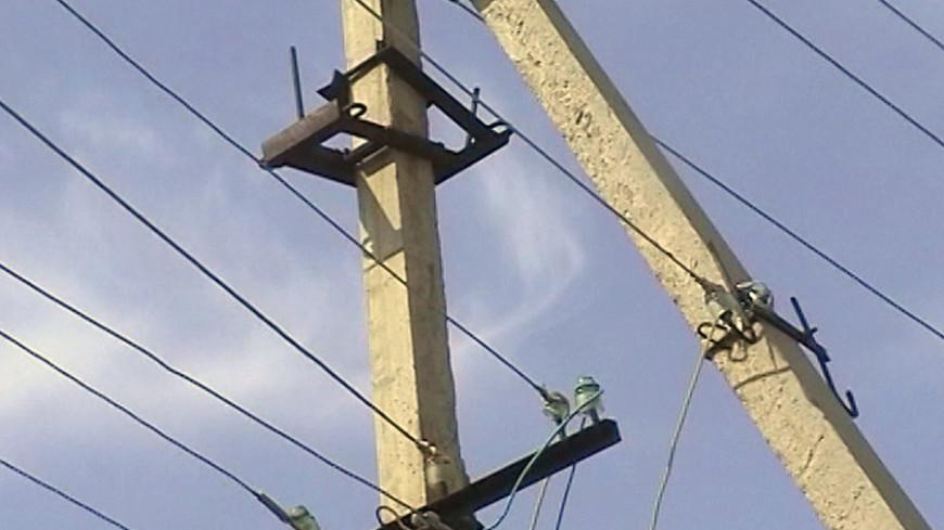 На юге Москвы КамАЗ оборвал трамвайные провода