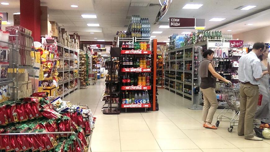 """© Фото: Елизавета Шагалова, """"«МИР 24»"""":http://mir24.tv/, покупатели, магазин, продукты, витрина"""