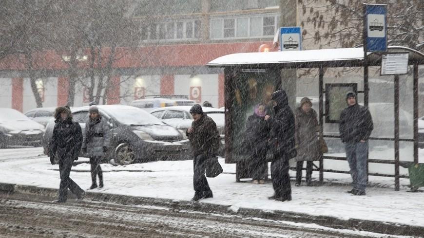 © Фото: Максим Кулачков, МТРК «Мир», остановка, снег, снегопад, москва, зима, дорога, погода