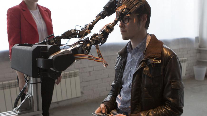 "Фото: Алан Кациев, ""«Мир 24»"":http://mir24.tv/, массаж головы, робот, нейрохирург))"
