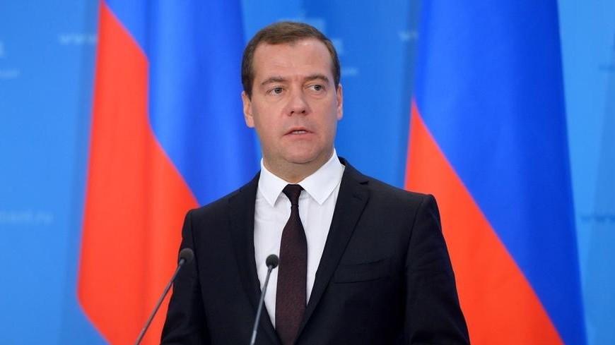 С Праздником весны и труда! Медведев поздравил россиян