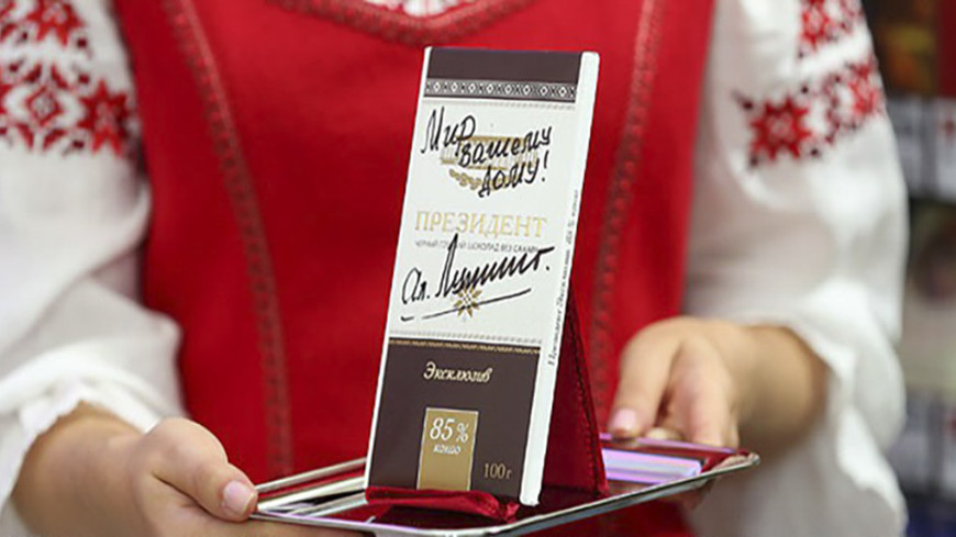 Шоколад с автографом Лукашенко продали на аукционе