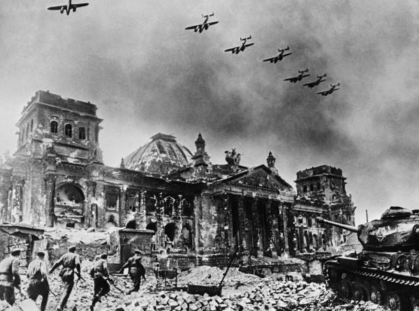 Адольф Гитлер и мистическое Копье судьбы: почему древний артефакт не спас фюрера?