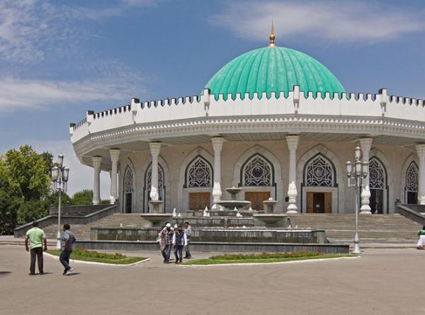 В Узбекистане ограничили движение автотранспорта
