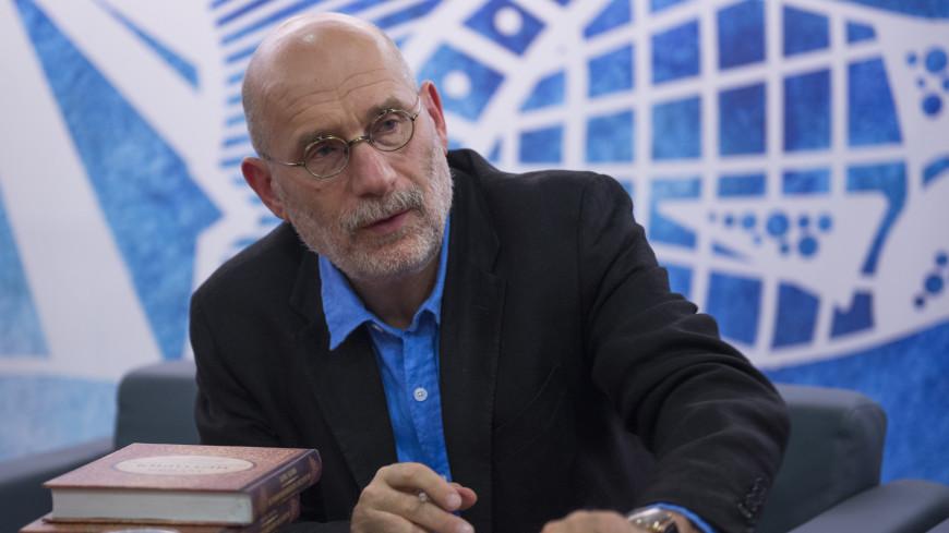 Писатель Борис Акунин заявил, что у него коронавирус