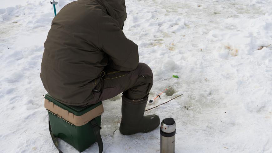 На Сахалине десятки рыбаков спаслись с дрейфующей льдины