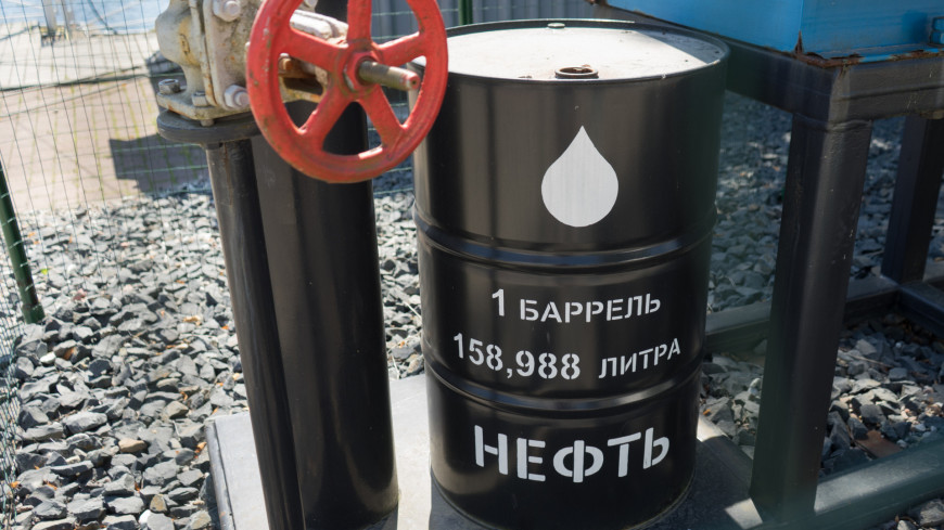 Мировые цены на нефть рухнули на треть