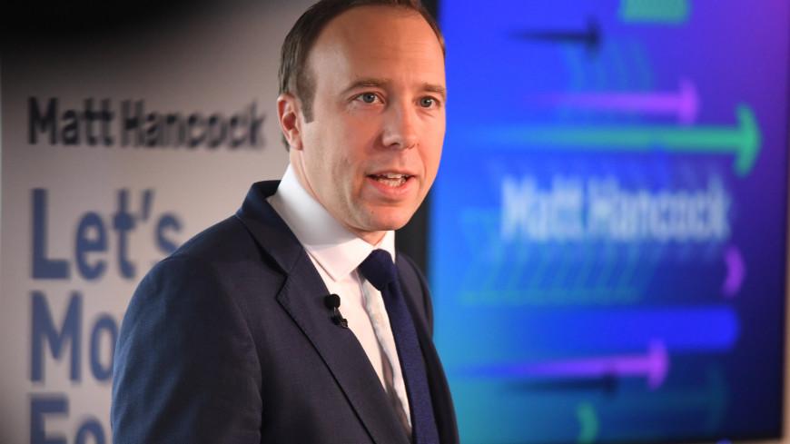 Глава Минздрава Великобритании заболел коронавирусом и призвал всех «спасать жизни»