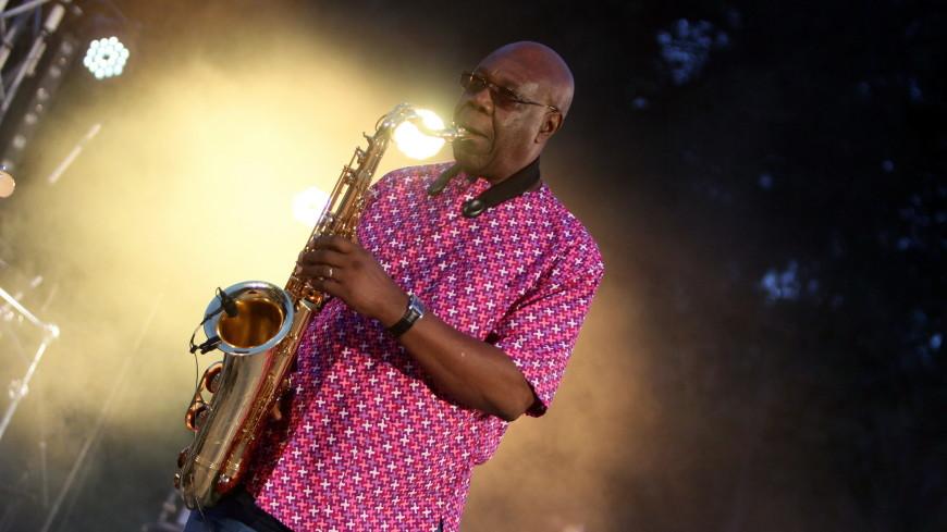От коронавируса скончался африканский саксофонист Эммануэль Дибанго