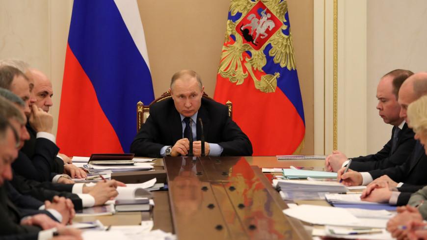 Путин поручил контролировать цены на нефтепродукты