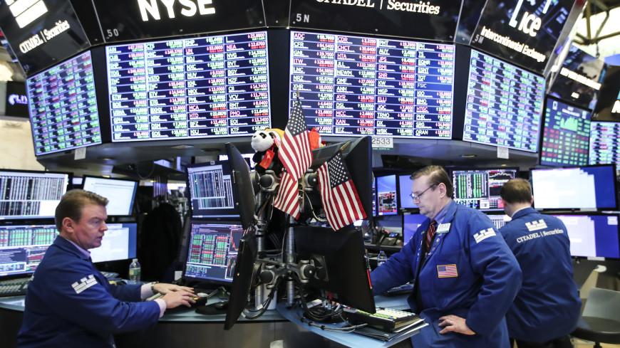 Фондовые биржи США упали почти на 7%, торги приостановлены