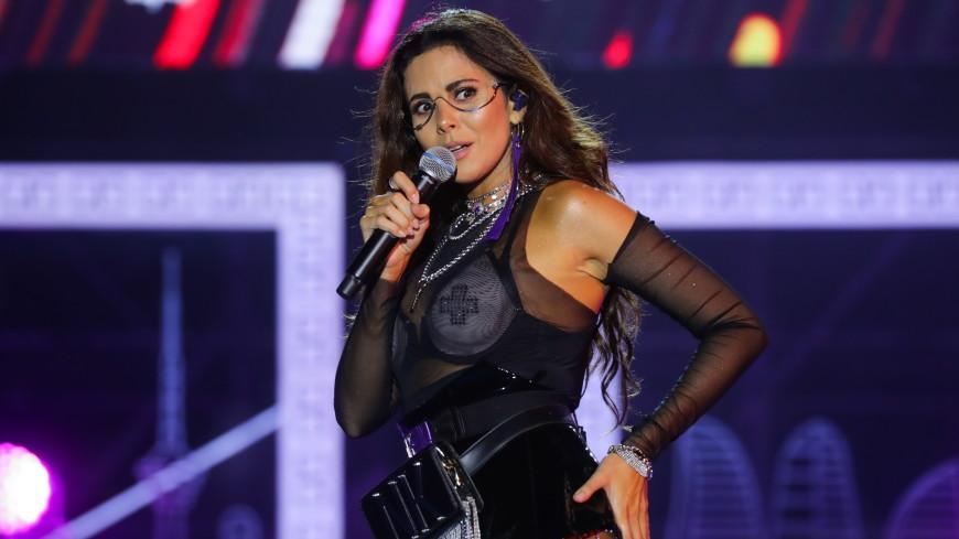 Певица Каменских показала поклонникам, как занимается спортом дома