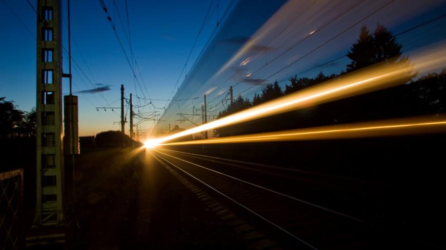 город, сумерки, вечер, пейзаж, фризлайт, свечение, свет, огонек, источник света, закат, город, мегаполис, жд, железная дорога, ржд, поезд, поезда, транспорт, провода, движение, общественный транспорт,