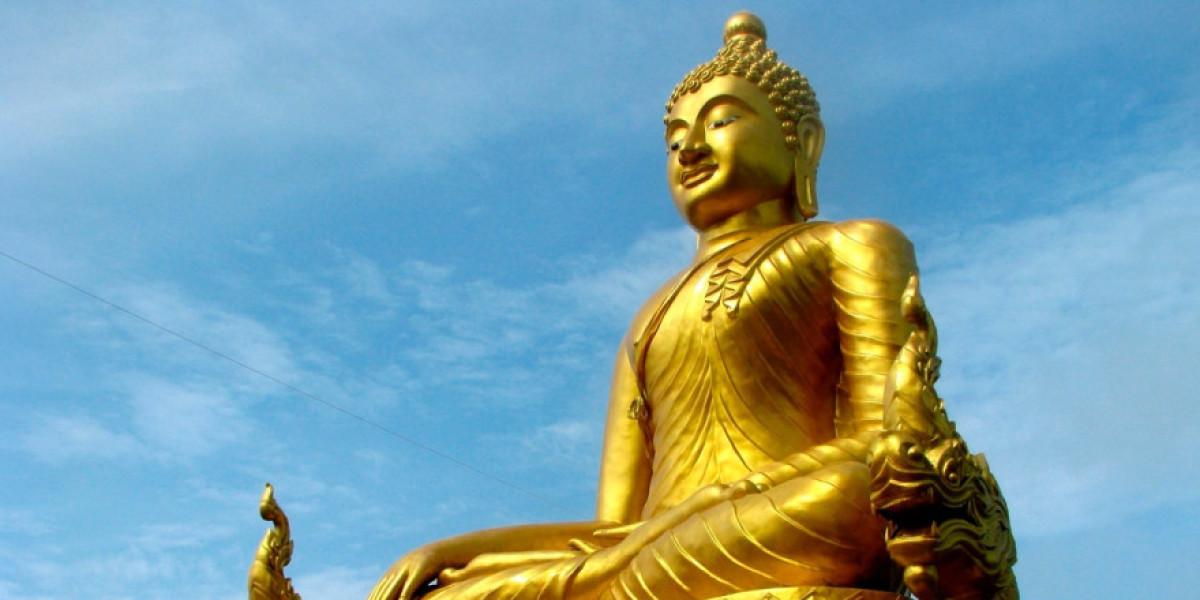 В Таиланде на Будду надели маску