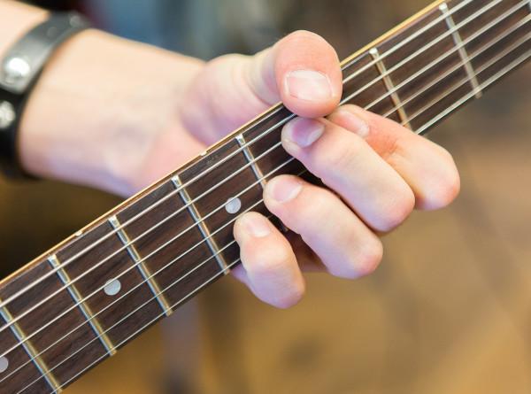 Самоизоляция с юмором: известные музыканты поют частушки про COVID-19 (ВИДЕО)