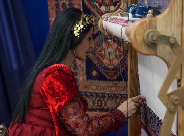 Туркменистан отмечает День туркменского ковра