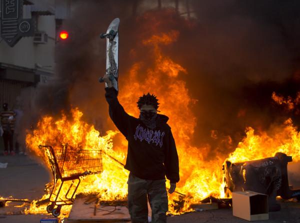 Миннеаполис в огне: хроника антирасистского бунта
