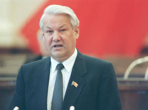 «Период полураспада»: как Ельцина 30 лет назад избрали на высший пост в России