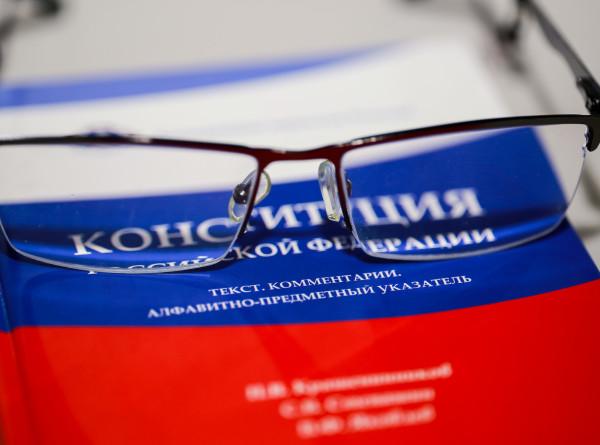 «Социальные» поправки в топе: в Общественной палате России обсудили изменения в Конституцию