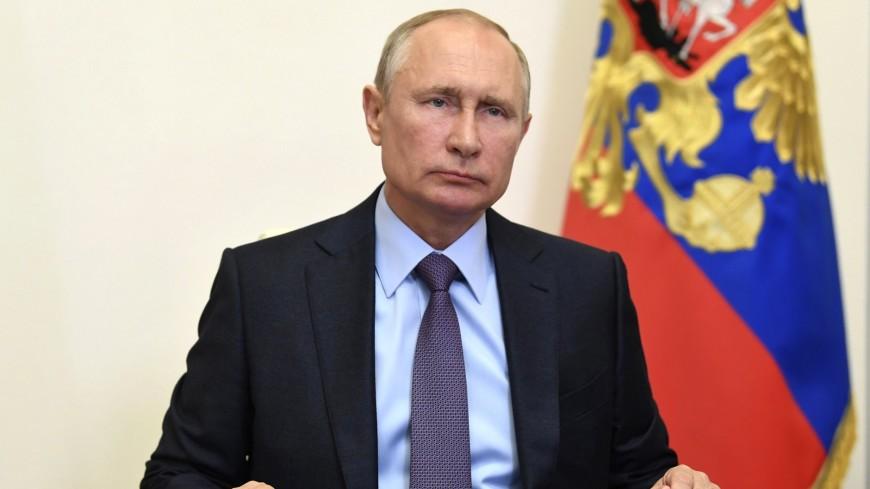 Путин потребовал дисциплины при начислении выплат борющимся с COVID-19 врачам