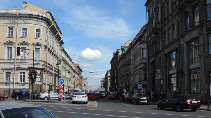 Четыре балкона обрушились с дома в центре Петербурга