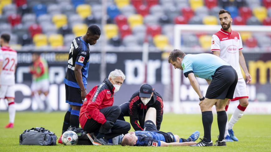 Без плевков и объятий: Бундеслига возобновила футбольный сезон
