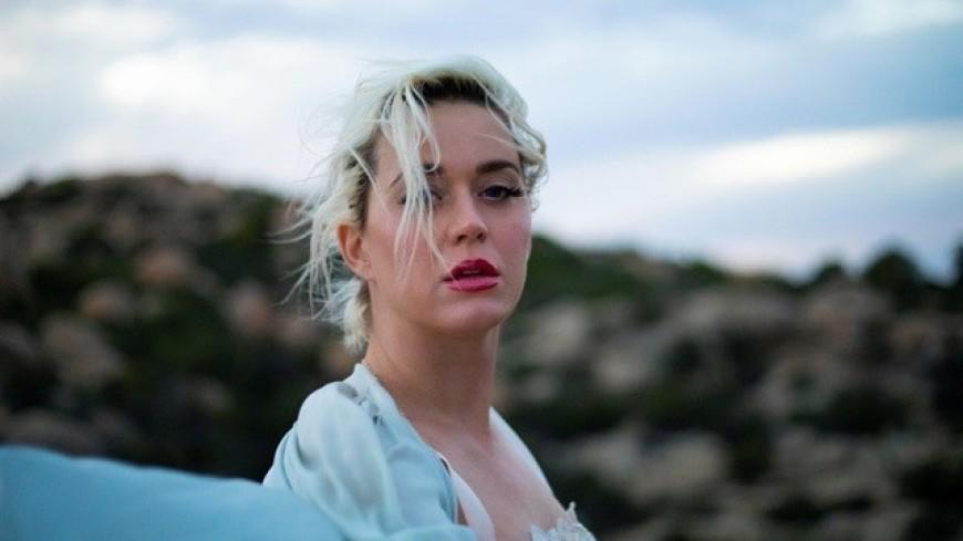 Беременная Кэти Перри снялась полностью обнаженной в новом клипе
