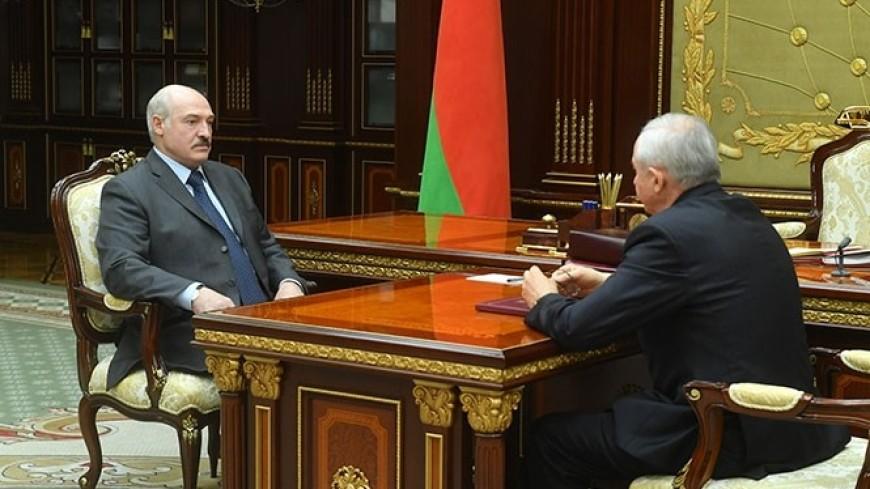 Лукашенко потребовал поддержать работников предприятий управделами президента