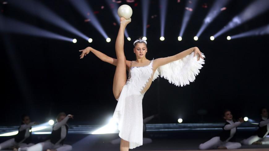 Российская гимнастка Солдатова показала прием с кружкой и растяжкой