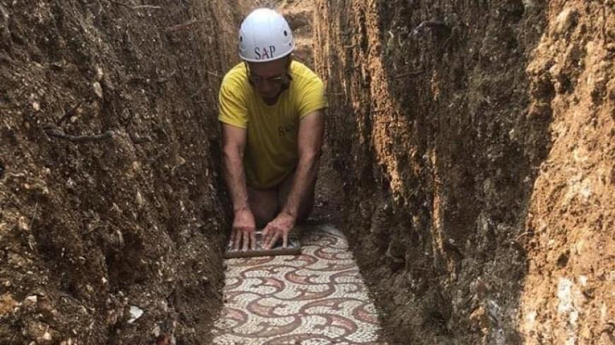 В Италии обнаружили почти не тронутую древнеримскую мозаику