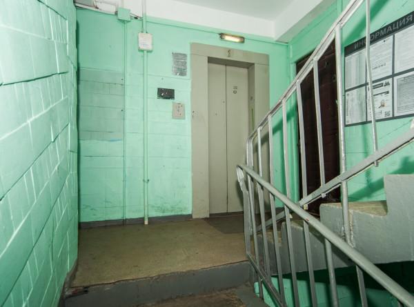 В Оренбурге мужчина закурил и случайно поджег себя в лифте