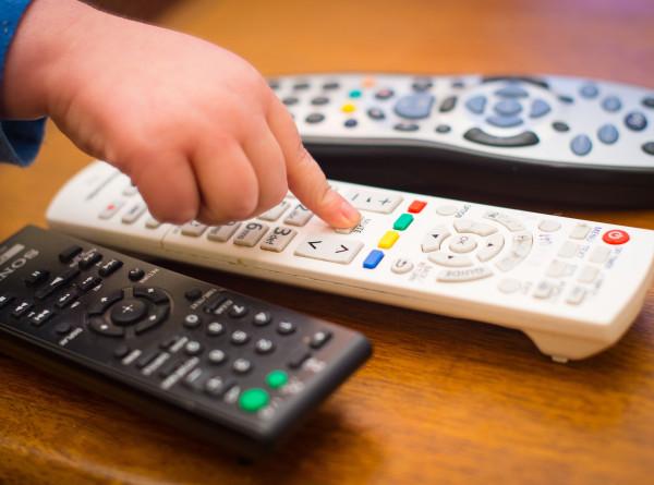 Эксперт рассказала, сколько часов в день ребенку можно смотреть телевизор