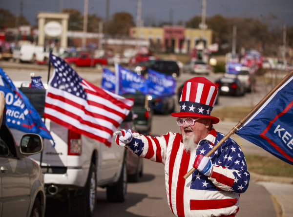 «Дяди Сэмы» и клоуны: какие образы выбрали американцы для похода на выборы (ФОТО)