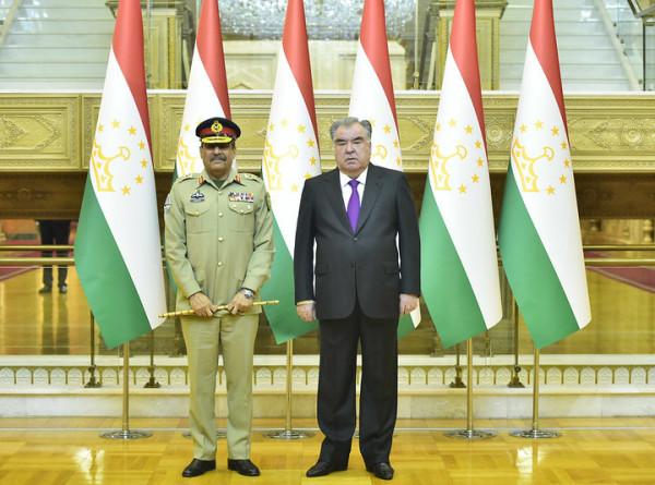 Эмомали Рахмон обсудил вопросы сотрудничества с начальником штаба армии Пакистана