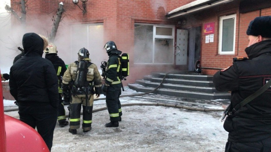 В загоревшейся сауне в Новосибирске при попытке спасти людей погибла девушка
