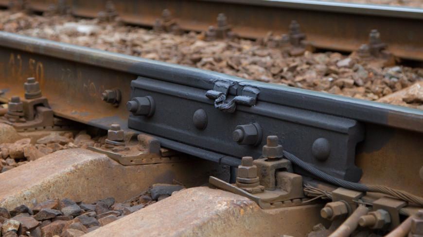 Под Новосибирском сошли с рельсов 30 вагонов с щебнем