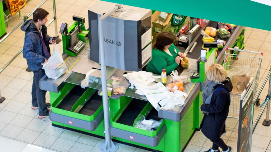 """Фото: Алексей Верпека (МТРК «Мир») """"«Мир 24»"""":http://mir24.tv/, покупатели, магазин, магазины, распродажа, sale, касса, продуктовый магазин, покупка, покупки, покупатель"""