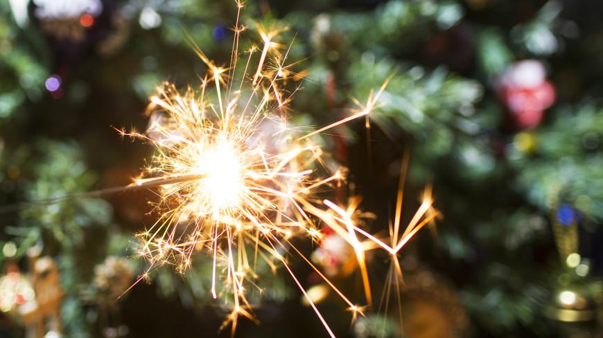 бенгальский огонь, искры, новый год, рождество, праздник, вечеринка, ночь, свет, яркий, гуляния, зима,