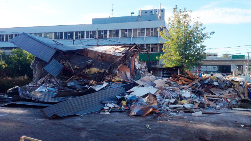 """© Фото: """"Павел Калинин, «Мир 24»"""":http://mir24.tv/, землетрясение, снос, снос дома, снос палатки, снос здания"""