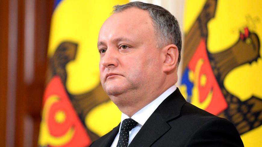 Додон поздравил Санду с победой во втором туре выборов президента Молдовы