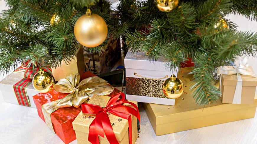"""""""Фото: Алан Кациев (МТРК «Мир»)"""":http://mir24.tv/, елка, новый год, новый год 2016, елочные игрушки, подарки, новогодняя ель"""