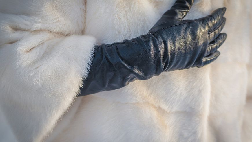 Врач рассказал, нужно ли дезинфицировать зимние перчатки