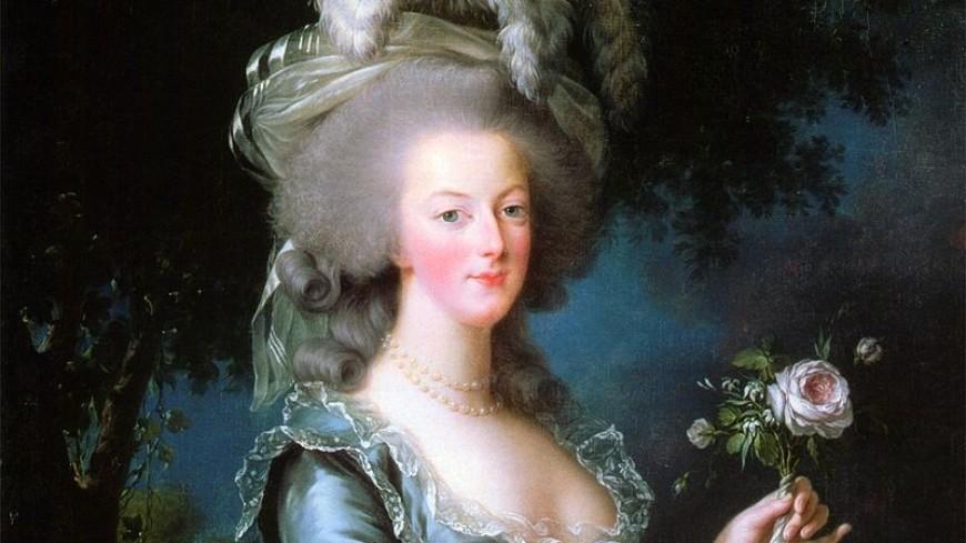 Туфельку Марии-Антуанетты продали на аукционе за 43,75 тыс. евро