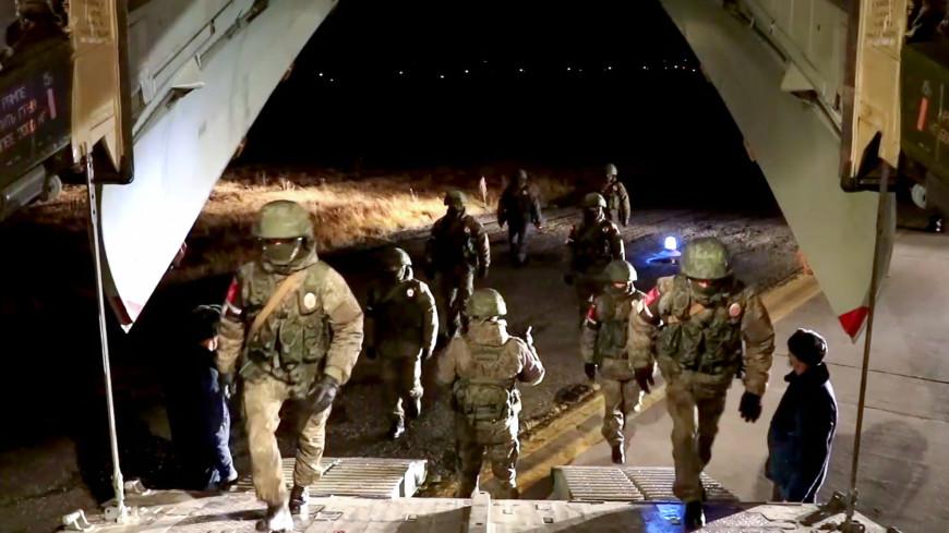Десятый самолет с российскими миротворцами вылетел в Нагорный Карабах